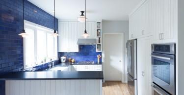 Плитка цвета индиго в интерьере кухни