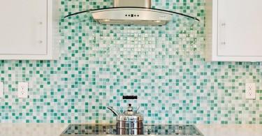 Встроенная плита в стильном интерьере кухни