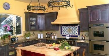 Красочная кухня в испанском стиле