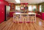 Современный дизайн интерьера кухни в красном цвете