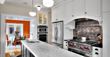 Уникальный кухонный фартук из олова от Goforth Gill Architects