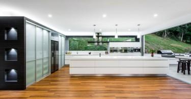 Светлая и просторная кухня от Kim Duffin
