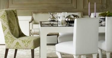 Мягкие кресла вокруг обеденного стола