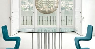 Креативная шарообразная люстра над обеденным столом кухни