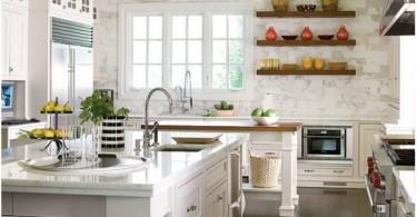 Декор стеллажей в интерьере кухни