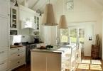 Конусообразные подвесные светильники в интерьере кухни
