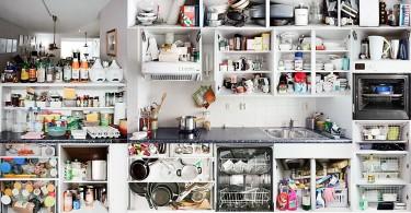 Принты Kitchen Portraits на кухонных шкафах