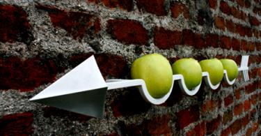 Дизайнерская подставка для фруктов в форме стрелы