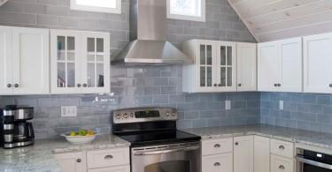 Кухонная столешница из гранита в интерьере кухни