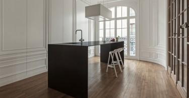 Минималистский дизайн кухни парижского дома Home 10