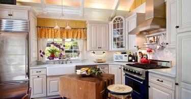 Маленький кухонный остров в деревенском стиле