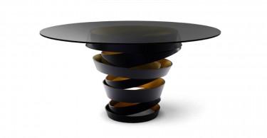 Элегантный обеденный стол