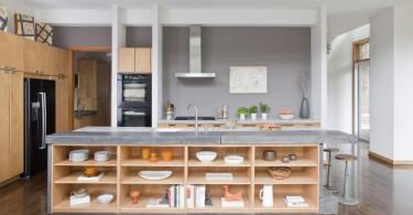Кухонный остров с нишами для посуды