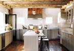 Современный дизайн просторной кухни