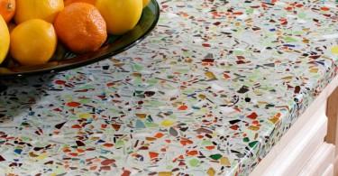 Кухонная столешница из смеси бетона и цветного стекла