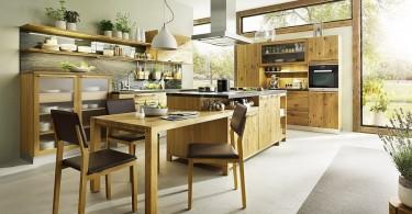 Деревянная мебель в интерьере кухни