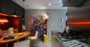 Яркий дизайн оригинального интерьера кухни