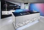 Дизайн кухни с эффектом сложенной бумаги на поверхностях мебели