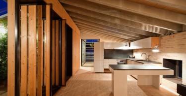 Элегантный дизайн современной кухни из натурального дерева