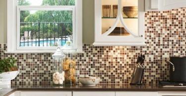 Мозаичная плитка от Surfaces Southeast в интерьере кухни