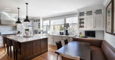 Дизайн кухни с элементами стиля ретро от Modern Classic Custom Kitchens