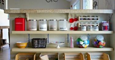 Полки для хранения кухонных мелочей