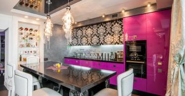 Восхитительный дизайн розовой кухни