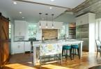 Кухонное помещение после перепланировки в светлых тонах