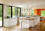 Дизайн интерьера кухни с панорамными окнами