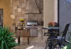 Уютный дизайн небольшой летней кухни