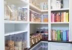 Открытые полки в кухонном гарнитуре