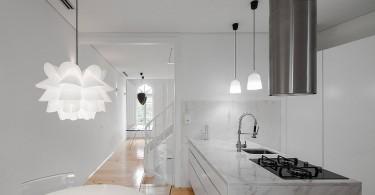 Великолепный интерьер белой кухни
