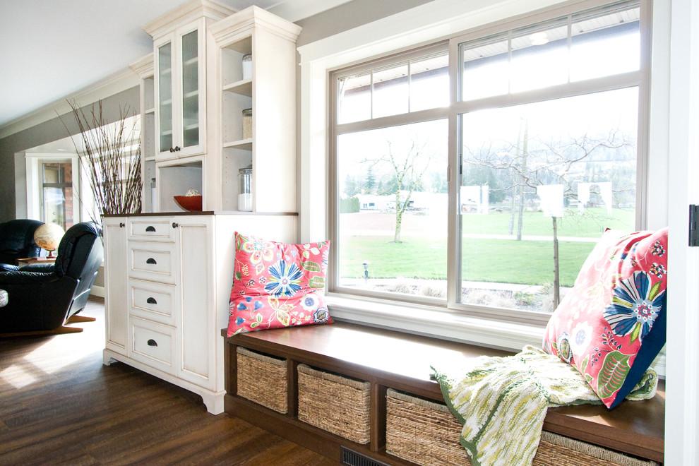 лишние окна с низким подоконником фото двери, изготовленные