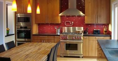 Контрастный плиточный фартук для кухни