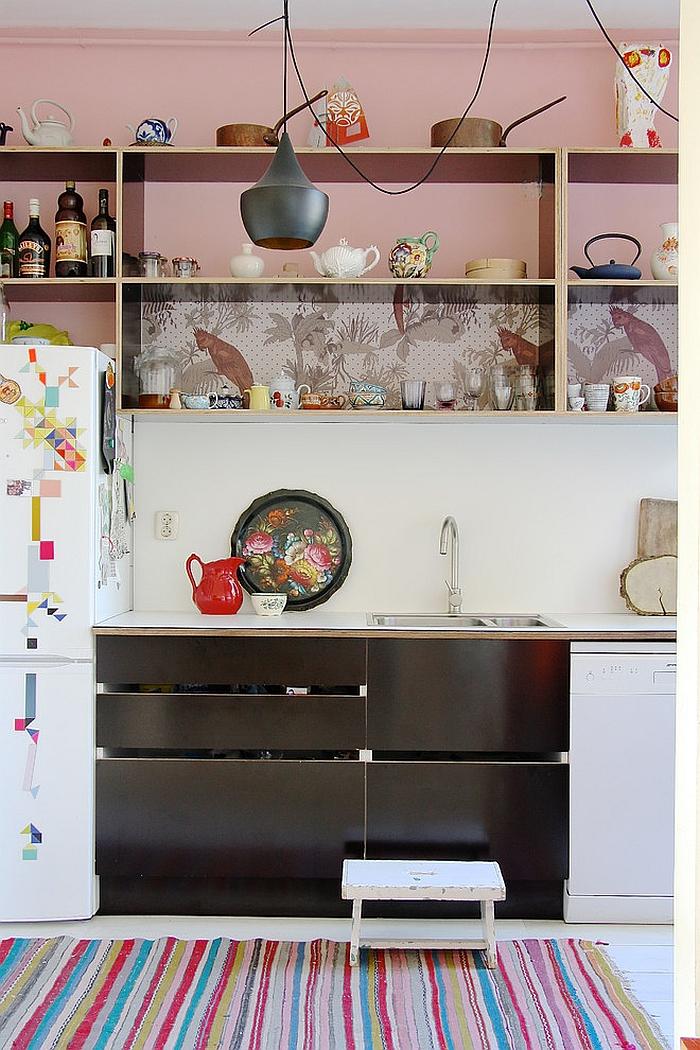 Креативные обои в стильном интерьере кухни от Holly Marder