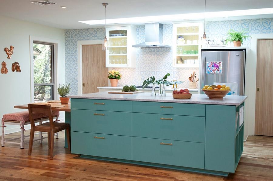 Креативные обои в стильном интерьере кухни от Tenney Construction