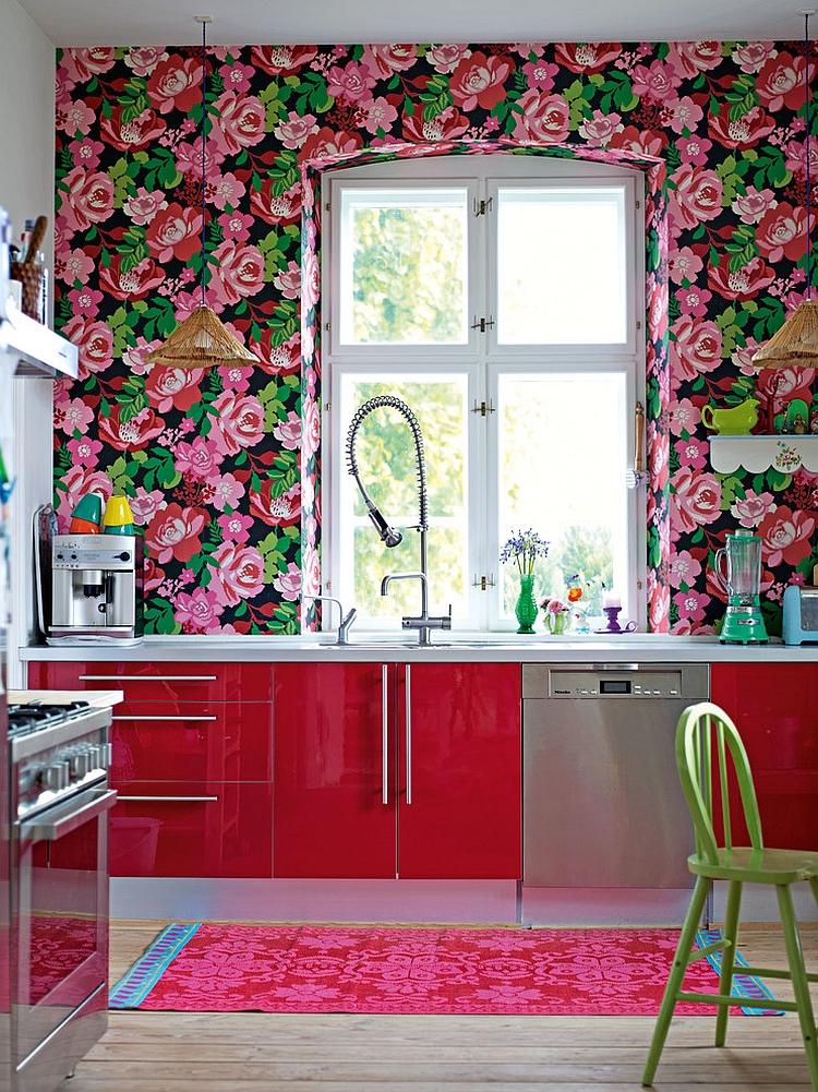 Креативные обои в стильном интерьере кухни от Debi Treloar