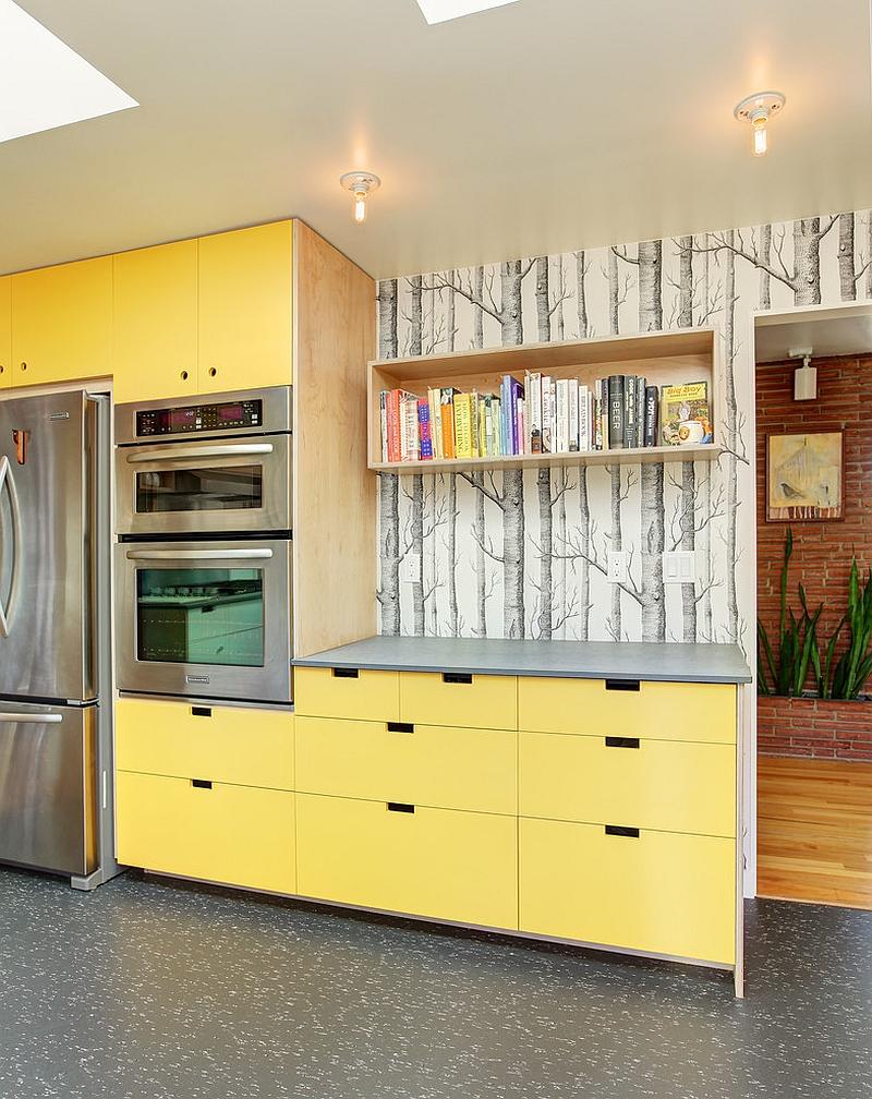 Креативные обои в стильном интерьере кухни от Fivedot Design Build
