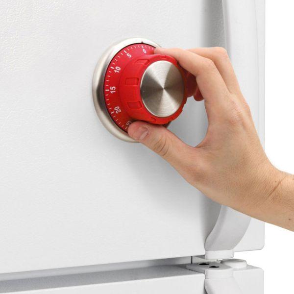 Магнит с таймером на холодильнике