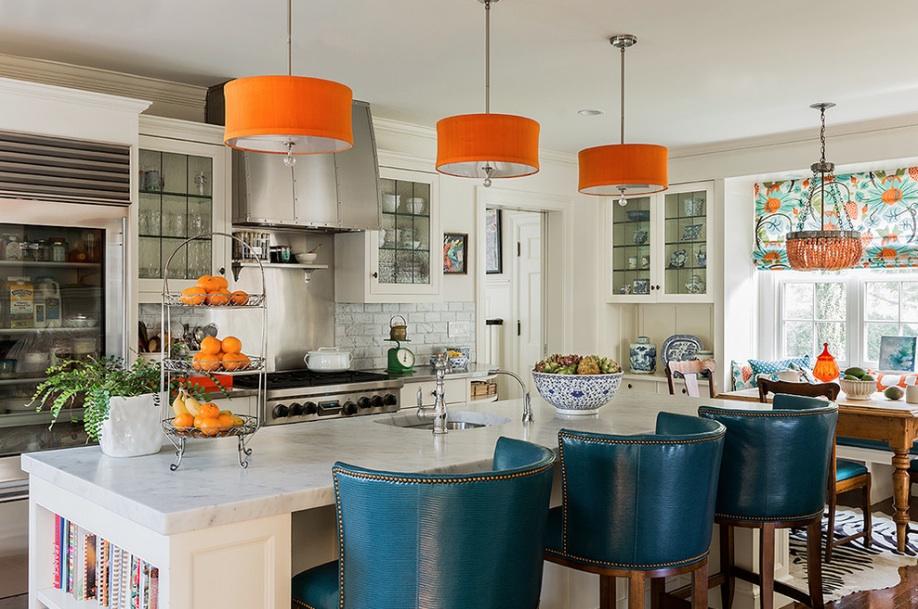 Новое в дизайне кухни 2016: Оранжевые светильники на кухне