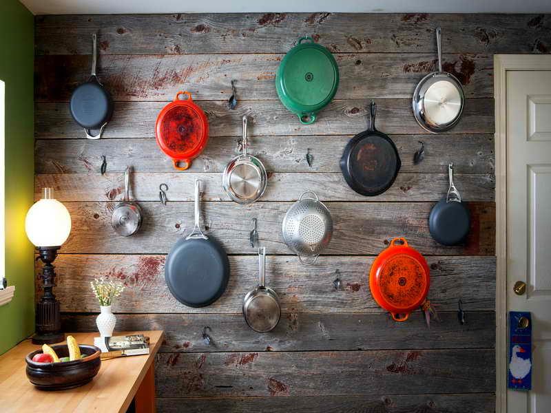Стеновая панель из дерева для хранения сковород