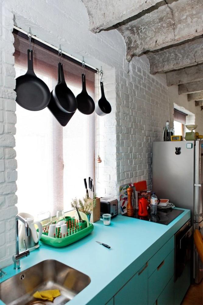 Хранения сковород у окна