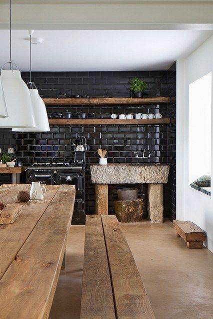 Черная стена на кухне
