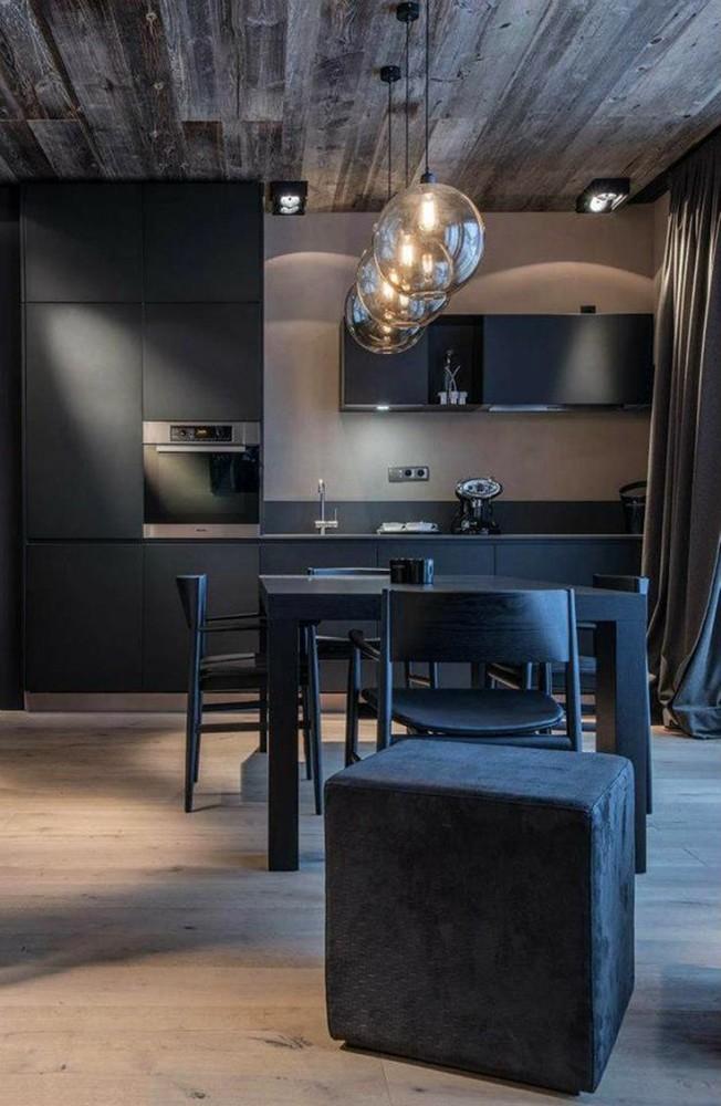 Черная мебель на кухне и столовой