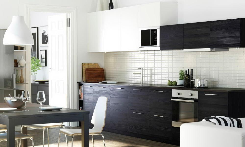 Сочетания черного и белого в оформлении кухни