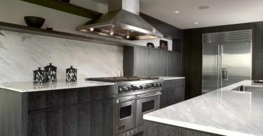 Светлый мрамор в интерьере кухни от Warmington & North
