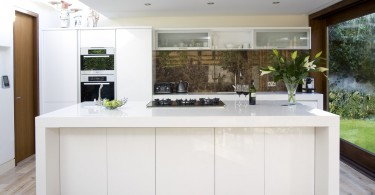 Стильный дизайн интерьера кухни в белой гамме от Glenvale Kitchens