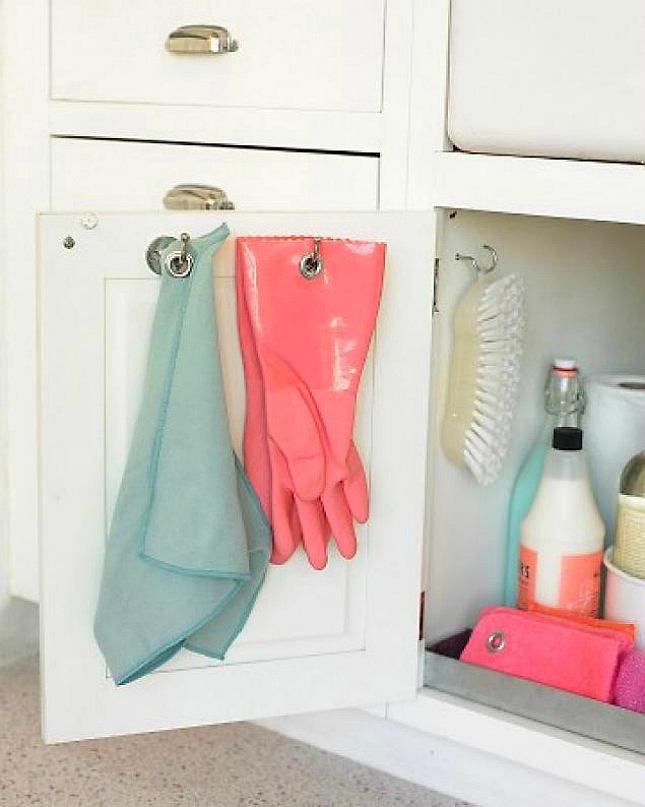 Дверки шкафчика для хранения под раковиной