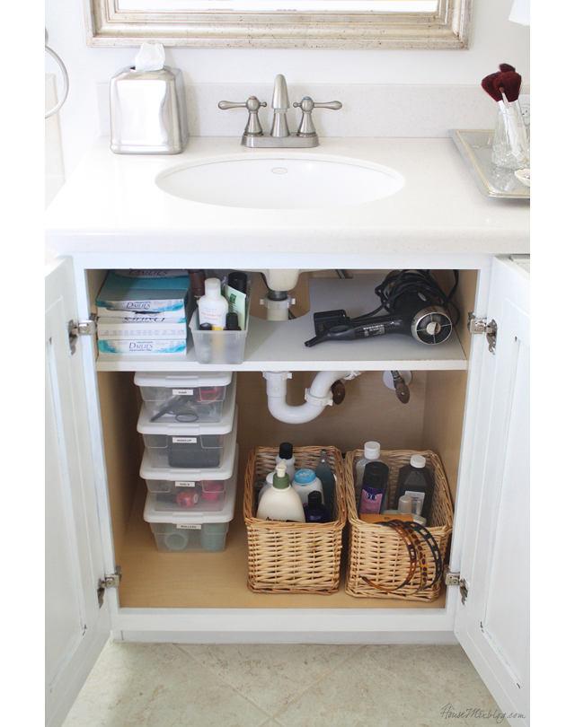 Шкафчик в белом цвете под раковиной