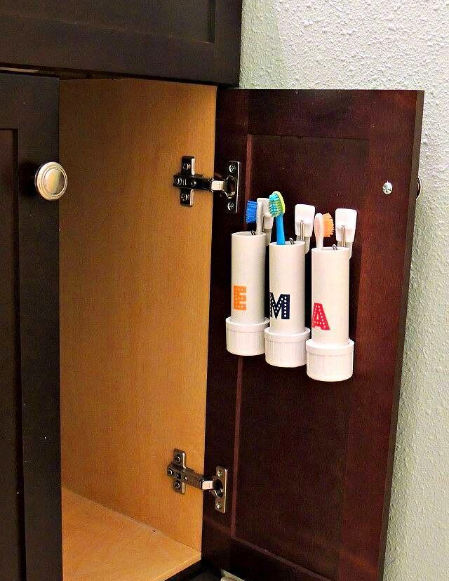 Хранения щеток на дверке под раковиной